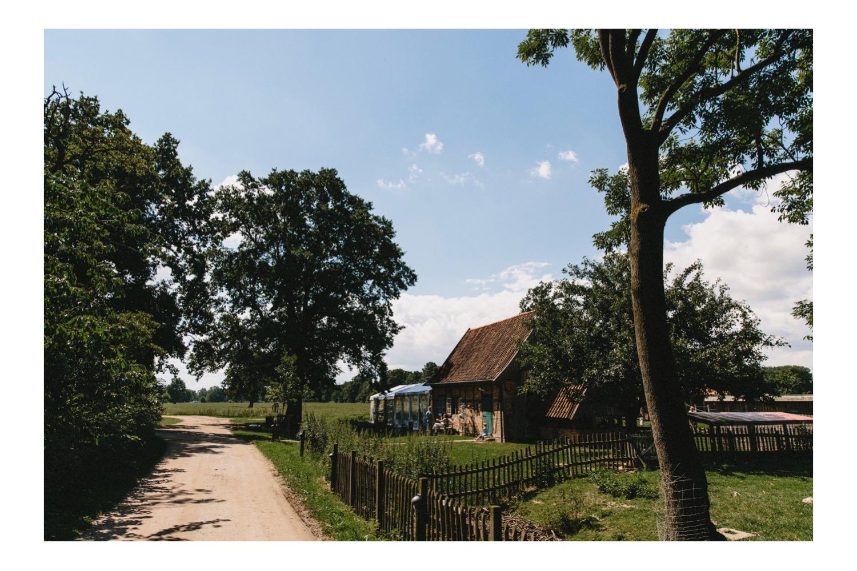 Die Zufahrt zum Bio-Bauernhof Hof Eggers in Hamburg Kirchwerder in Vierlanden