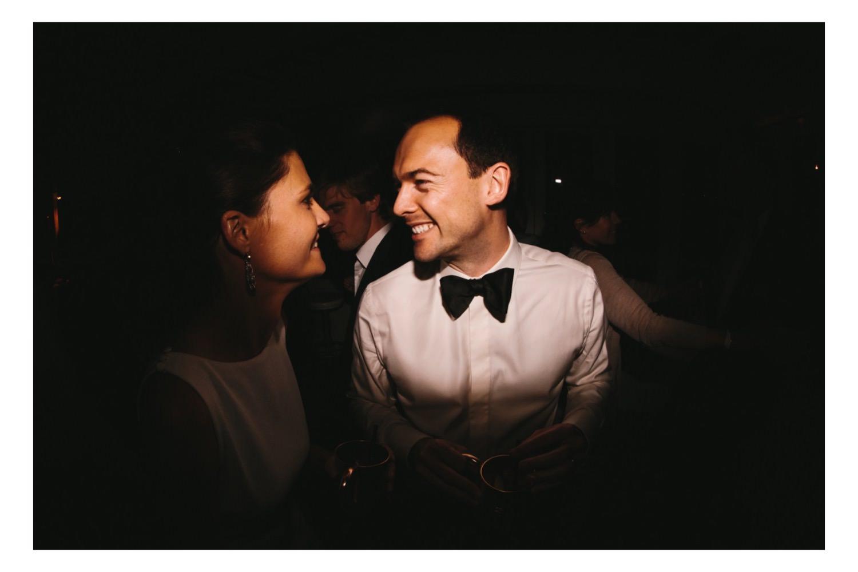 Brautpaar bei der Hochzeitsparty ihrer Hochzeit